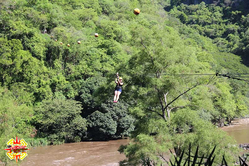 Tirolesa sobre el rio Pescados Veracruz